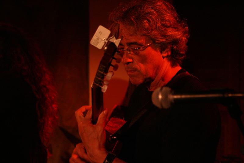 Wolfgang Gerhard mit Gitarre, Gitarrist